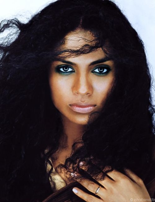 amel-larrieux-picture-1.jpg